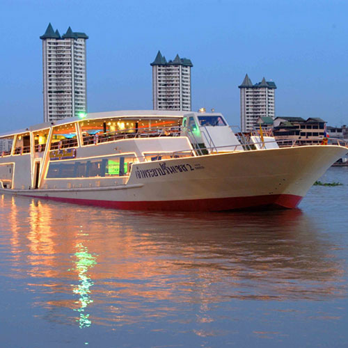Dinner cruise along the Chao Phraya river